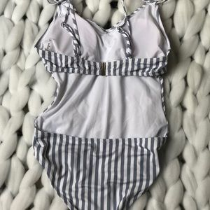Cupshe Swim - One piece striped swimsuit